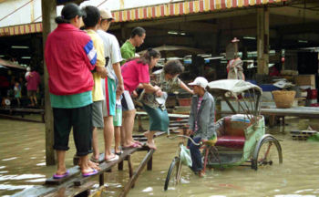 350px-thaivillageflood.jpg